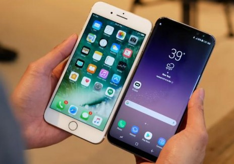 Samsung Galaxy S8 vs Apple iPhone 7 Plus: Battle Of The Beast Smartphones